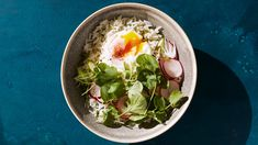 Cilantro Rice Bowl with Poached Eggs and Greens Breakfast Bowls, Mexican Breakfast, Breakfast Sandwiches, Breakfast Pizza, Breakfast Recipes, Pancake Recipes, Breakfast Cookies, Waffle Recipes, Martha Stewart
