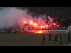 Pyro-Show im Karl-Liebknecht-Stadion in Potsdam: Ultras vom SV Babelsberg 03 zünden bengalische Feuer in der Nordkurve