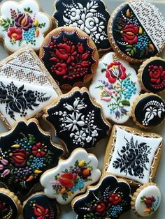 She Decorates These Cookies Using Nothing But Icing. The Result Is Absolutely Incredible | facebook