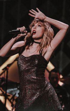 Taylor Swift Hot, Estilo Taylor Swift, Long Live Taylor Swift, Taylor Swift Style, Red Taylor, Taylor Swift Pictures, Taylor Swift Singing, Taylor Lyrics, Taylor Swift Wallpaper