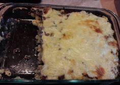Egyiptomi besamelles húsos tészta   Hozzávalók 8 fő      500 g csavart cső tészta     500 g darált marhahús     0,5 kk só     0,5 kk bors     2 ek étolaj     1 fej vöröshagyma közepes     2 gerezd fokhagyma     10 dkg vaj     2 ek liszt     0,5 liter tej     0,5 kk bors     0,5 kk szerecsendió     0,5 kk só     10 dkg trappista Lasagna, Mashed Potatoes, Cheese, Ethnic Recipes, Food, Whipped Potatoes, Smash Potatoes, Essen, Meals
