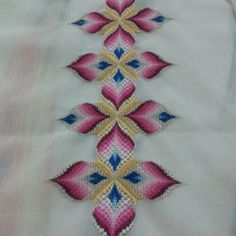 Discover thousands of images about Punto Bargello dell'amica Michela Maschio Bargello Needlepoint, Bargello Quilts, Broderie Bargello, Bargello Patterns, Needlepoint Stitches, Needlework, Hardanger Embroidery, Silk Ribbon Embroidery, Hand Embroidery Designs
