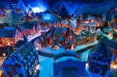 Bergen boasts the world's biggest gingerbread village, its Pepperkakebyen built every year by materials baked by its schools and citizens. Gingerbread Village, Gingerbread Decorations, Big Cakes, Crazy Cakes, Sugar Glass, Norwegian Christmas, Food Artists, World Map App, World's Biggest