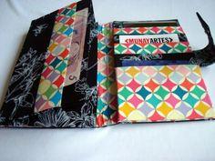 Carteira Preta Floral - G  www.munayartes.com