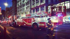 Escenas nocturnas de New York. Bomberos en acción. . . .  #city #urban #newyorkcity #igersnewyorkcity #street #architecture #citylife #cityscape #cities #travel #instatravel #travelstyle #modern #explore #exploring #photooftheday #buildings #roadtrip #life #citylights #town #instalife #instagood #instadaily #cityphotography #oldtown #architecturephotography #citycenter #cityview