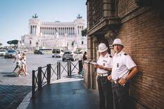 Rom, die ewige Stadt. Mit ihr verbinden mich viele schöne private Erinnerung. Das erste mal durfte ich die Stadt mit meiner Frau erleben. Zu Fuß durch Rom – ich glaube im übrigen, ist dies die einzig sinnvolle Art, diese Stadt zu erkunden – mit einem Menschen, den man liebt, ist schon was Besonderes. Ich war