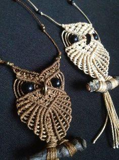 Ugglor: halsband/ Owls: necklaces - Macramé Jewlery by Sofia Macrame Jewelry Tutorial, Macrame Necklace, Owl Necklace, Macrame Owl, Macrame Knots, Micro Macramé, Macrame Plant Hangers, Macrame Design, Macrame Projects