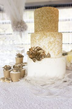 1930s inpiration vintage gold glittery weddding cake ideas
