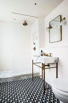 This Gorgeous London Townhouse Embodies Minimalist Swank – Kevin J. Peterson This Gorgeous London Townhouse Embodies Minimalist Swank Adventures in Interior Design: This Gorgeous London Townhouse Embodies Minimalist Swank Bathroom Renos, Bathroom Interior, Home Interior, White Bathroom, Bathroom Ideas, Bathroom Marble, Washroom, Bathroom Goals, Minimal Bathroom