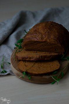 Seitankinkku tuo kasvissyöjän joulupöytään juhlallisuutta. Oikeasti hyvän seitanin valmistaminen on kuitenkin haastavaa, joten tässä kasa vinkkejä onnistumiseen! Formal Dinner, Seitan, Vegan Recipes, Yummy Food, Bread, Cook, Baking, Delicious Food, Patisserie