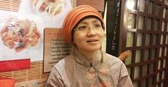 """#HeyUnik  """"Saya Suka Gemes Lihat Ibu-ibu Kerudungan Makan di Tempat yang Tidak Halal"""" #Link #YangUnikEmangAsyik"""