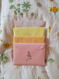 Pen Pal Letters, Cute Letters, Aesthetic Letters, Mail Art Envelopes, Diy Cadeau, Mail Gifts, Envelope Art, Handwritten Letters, Bullet Journal Ideas Pages