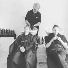 Nos modèles pour la formation «Univers de la coloration» dans les mains de François 😉👌 #coiffure #coiffeur #académie #academy #hairstylist #coloriste #provence #cosmetiquealternative #cosmetiquevegetale #hairdresser #hairdressing #organicbeauty #hair #cheveux #haircolor #coloration #colorationvegetale #vegetalement #vegetalementprovence #international #beautyprofessionals #profesionalmakeup #professionnel #pro #barber #barbier #coiffuremariage #tendancecoiffure
