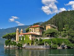 LAGO DI COMO, Lombardia, Italy - Strolling along the Luxury Villas - http://www.miraedestino.com/destinos.cfm?id=3381