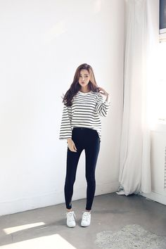 Gorgeous Clothes on casual korean fashion 965 Teenager Fashion Trends, Korean Fashion Trends, Korean Street Fashion, Korea Fashion, Asian Fashion, Look Fashion, Fashion Styles, Fashion Ideas, Girl Fashion