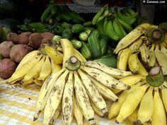 Banane jaune,concombre,ti nain..... au marché de Fort de France.