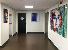 Réalisation de tirages sur Plexi'Art pour l'inauguration du Cabinet Dentaire Européen à Marseille. L'artiste photographe Thierry Hardy a investi les lieux pour l'exposition d'une collection permanente. La technologie Plexi'Art est innovante et très tendance actuellement. Le rendu graphique des tirages est brillant et les couleurs éclatantes.