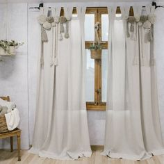 Most current Images Macrame Curtain window coverings Suggestions Looking for brand-new approaches to beautify your home? Right now, were going to inform you 5 decora Boho Curtains, Macrame Curtain, Window Curtains, Bedroom Curtains, Vintage Curtains, Cortina Boho, Cortina Macrame, Rideaux Boho, Vintage Chic