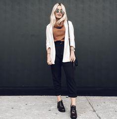 Calça preta - moletom marrom - cardigan branco