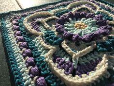 Granny Square Crochet Pattern, Crochet Flower Patterns, Crochet Motif, Free Crochet, Crochet Mandala, Crochet Afghans, Crochet Squares, Crochet Flowers, Universal Yarn