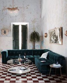 S P A C E. . . #interiordesign #greencouch #velvetcouch