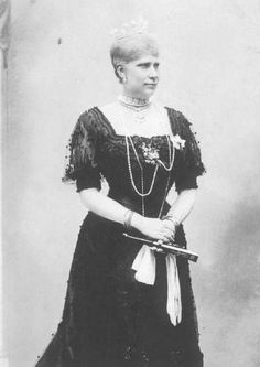 Queen Louise wears a dress with elaborate sleeves and a shallow vee waistline in this photo. Denmark Royal Family, Danish Royal Family, Adele, Christian Ix, Maria Feodorovna, Royal Families Of Europe, Prince Frederik Of Denmark, Danish Royalty, Cultura General