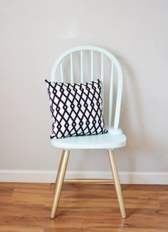 Do you have an old office chair that could you a major makeover? Don't miss these 8 ways to transform your office chair into your new thrown! #diy #transformation