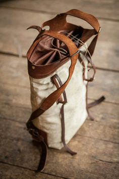 Tote backpack of canvas and leather. Leather Art, Sewing Leather, Canvas Leather, My Style Bags, Leather Backpack For Men, Back Bag, Tote Backpack, Leather Bags Handmade, Leather Projects