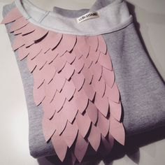 volatiles sweat gris /rose via lebestiaire. Click on the image to see more!