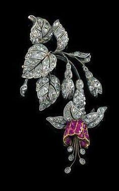 An Art Nouveau diamond and ruby fuchsia flower pendant/brooch circa 1900 Bijoux Art Nouveau, Art Nouveau Jewelry, Jewelry Art, Antique Jewelry, Vintage Jewelry, Fine Jewelry, Jewelry Design, Gold Jewelry, Jewelry Stand