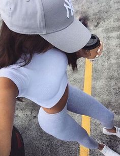 Simple tips to look more stylish in your work clothes Yoga Outfits, Sporty Outfits, Summer Outfits, Cute Outfits, Fashion Outfits, Athletic Outfits, Athletic Wear, Fashion Clothes, Fall Outfits