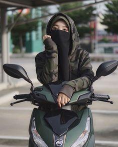 Dpz for girls Islamic Girl Pic, Islamic Girl Images, Muslim Girls Photos, Cute Muslim Couples, Beautiful Muslim Women, Beautiful Hijab, Hijabi Girl, Girl Hijab, Niqab Fashion
