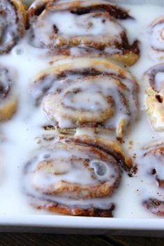 45 Minute Homemade Cinnamon Buns! Make Ahead Breakfast, Breakfast Dishes, Breakfast Recipes, Bread Bun, Bread Rolls, Bun Recipe, Food Dishes, Dishes Recipes, Instant Yeast