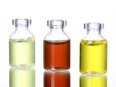 Johannisbeersamenöl BIO  ... enthält als eines der wenigen Öle sowohl α- (ω3) als auch γ-Linolensäure (ω6) sowie eine weitere, sehr seltene 4-fach ungesättigte ω3-Fettsäure, die Stearidonsäure (C18:4)... lipophile Flavonoiden mit zellschützenden und -regenerierenden Eigenschaften. Fettende, unreine und dermatitische Hautzustände profitiert von entzündungshemmenden Inhaltsstoffen und dem geringen Gehalt an gesättigten Fettsäuren. (Quelle: olionatura.de).