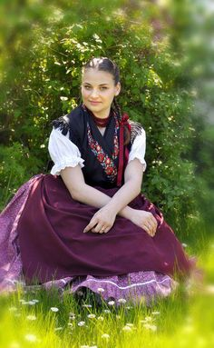 A Hungarian girl in traditional costume. Tribes Of The World, People Around The World, Folklore, Hungarian Women, Costumes Around The World, Beauty Around The World, Folk Dance, Traditional Dresses, Traditional Styles