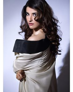 Bollywood Bikini, Bollywood Actress Hot, Pakistani Actress, Bhojpuri Actress, Actress Navel, Actress Photos, Desi Girl Image, Girls Image, Beautiful Models