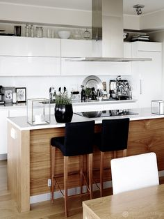 Stil scandinav i texturi naturale ntr-un apartament de 78 m Stil scandinav& Window Panels, Panel Doors, Ibiza, Design Interior, Modern, Table, House, Furniture, Kitchens