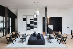 The New Work Project in Brooklyn is a modern co-working space with a black and white interior design, made for creatives to get work done. Workspace Design, Home Office Design, Coworking Space, Modern Country, Apartment Decoration, Home Decoration, Decor Scandinavian, Black And White Interior, Black White