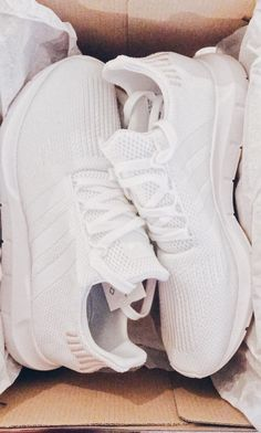 Discover recipes, home ideas, style inspiration and other ideas to try. White Nike Shoes, White Nikes, White Tennis Shoes, Cute Sneakers, Shoes Sneakers, Aesthetic Shoes, Sneakers Fashion, Fashion Shoes, Hype Shoes