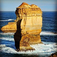 One of the most well-known highlights of the Great Ocean Road is The Twelve Apostles. The massive limestone structures formed in 20 million years that tower 45 metres above the tempestuous Southern Ocean leave its visitors awe-struck in wonder at their size and beauty. #australia #greatoceanroad #twelveapostles #melbourne #ocean #WorldTravelPics #traveldudes #worldtrvler #AwesomeAdventure #wonderful_places #lindaexplorer #escapetoearth  #discoverglobe  #planetwanderlust #BestVacations…