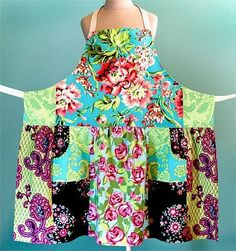 Fat quarter apron with tutorial and pattern by saundra