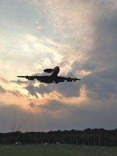 2014- Brunssum.  Awacs vliegtuig in de landing. (foto Henk Winckens - Brunssum)