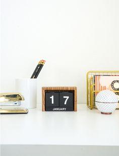 Flip-Clock Style Calendar | Francois et Moi