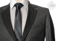 Utiliza los mejores trajes para tu graduación y lúcete camino a tu diploma.