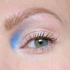 Blue eyeshadow, inner corner placement. I love this make up look! #talontedlex