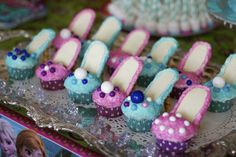 Disney Frozen Cupcakes - Elsa and Anna high heel cupcakes - so easy!