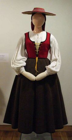 Traxe tradicional galego Folk Costume, Costumes, Folk Clothing, Renaissance Costume, My Ancestry, Folklore, Traditional Outfits, Ethnic, Clothes
