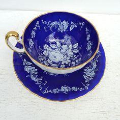Vintage Aynsley Cobalt floral azul taza de té y por twolittleowls