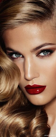 Love this old hollywood glam look. Blonde hollywood style waves. Red lipstick.