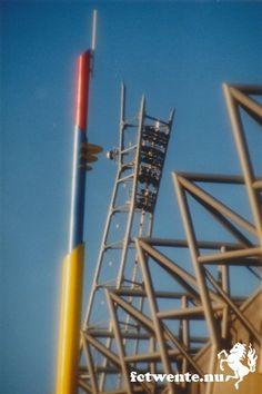 Lichtmast en de antenne van het Arke stadion. Beide verdwenen naar de uitbreiding van het stadion.